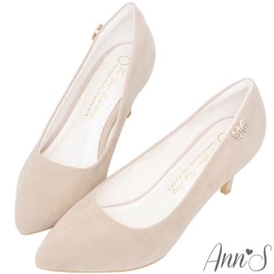 Ann'S完美氣質-小蝴蝶結鑽扣尖頭低跟鞋-杏