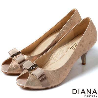 DIANA 超厚切焦糖美人--緞面蝴蝶結真皮跟鞋-粉金