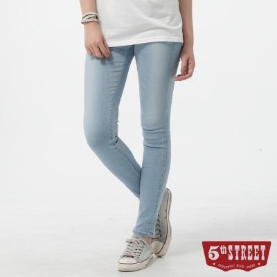 5th STREET 窄直筒 取線伸縮牛仔褲-女-漂淺藍