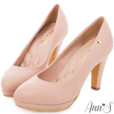 Ann'S優雅曲線-前防水台金色小愛心跟鞋 粉