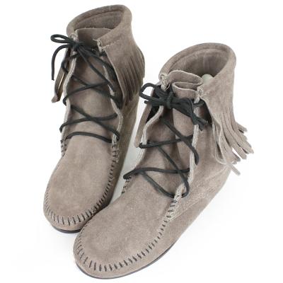 MINNETONKA 灰色麂皮單層流蘇 中筒靴 經典必備 (展示品)