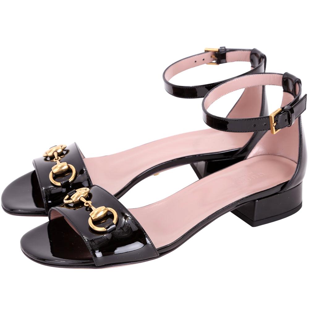 GUCCI 馬銜飾漆皮繫帶低跟涼鞋(黑色)