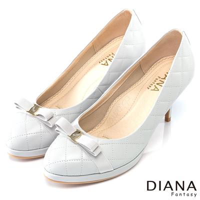 DIANA 超厚切焦糖美人款--小香系菱格紋真皮跟鞋-淺灰