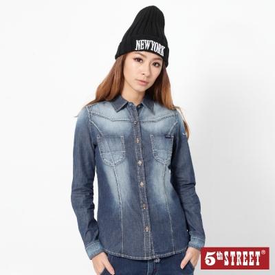 5th STREET 繡字長袖牛仔襯衫-女-酵洗藍