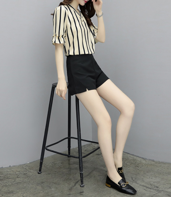 中大尺碼V領條紋環釦荷葉折袖襯衫黑色短褲套裝XL~4L-Ballet Dolly