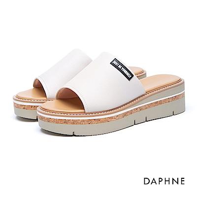 達芙妮DAPHNE 涼鞋-穆勒款簡約字母木紋楔型涼拖鞋-白