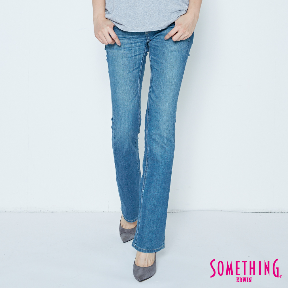 SOMETHING VIENUS後袋釘鑽靴型牛仔褲-女-漂淺藍