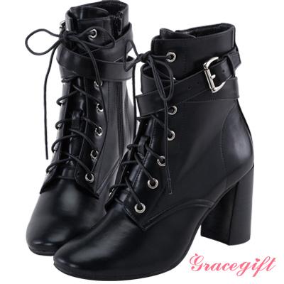 Grace gift X Wei唐葳-層次帶釦綁帶高跟短靴 黑