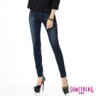 SOMETHING 梅杜莎基本窄直筒牛仔褲-女-酵洗藍