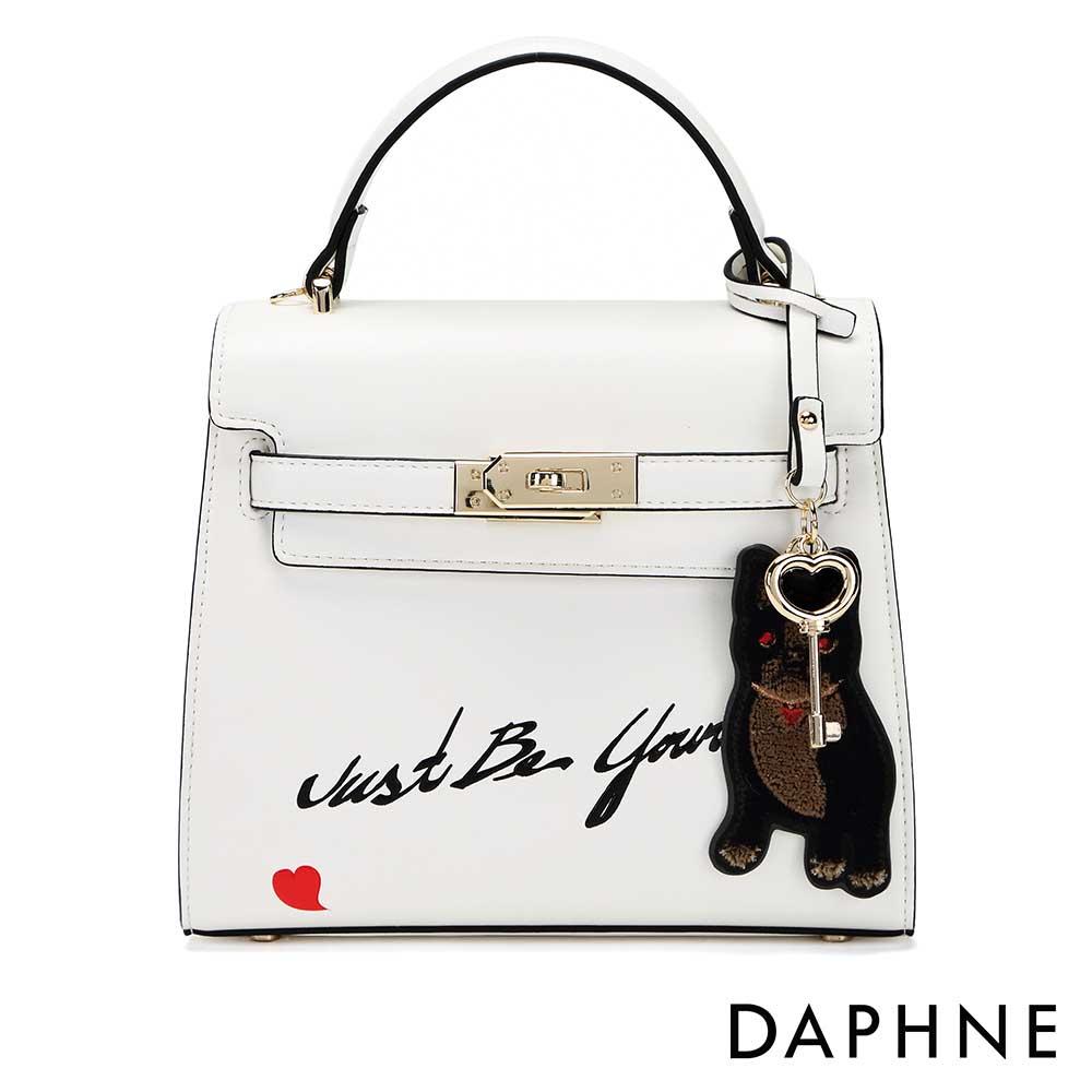 達芙妮DAPHNE-小狗吊飾潮流字母斜背小方包-白