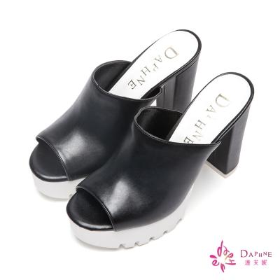 達芙妮DAPHNE 女力率性寬版皮面魚口粗跟拖鞋-瀟灑黑