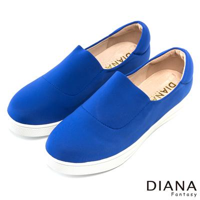 DIANA 超厚切焦糖獅子款--流行百搭彈力平底鞋-寶藍