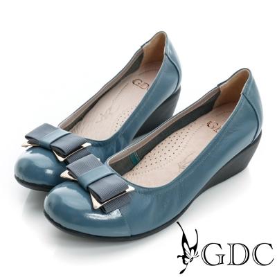 GDC都會-蝴蝶結金屬飾扣楔型厚底真皮低跟鞋-淺藍色