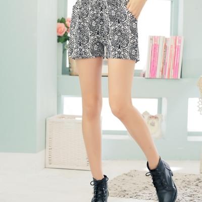 【La Belleza 中大尺碼】青花瓷圖騰鬆緊腰帆布短褲