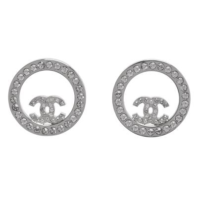 CHANEL 香奈兒經典CC LOGO水鑽鑲嵌圓形簍空造型穿式耳環(亮銀)