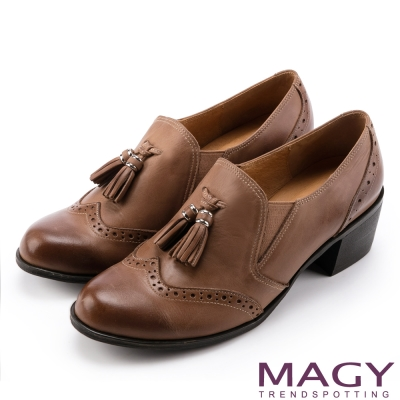 MAGY 英倫牛津 氣質流蘇蠟感牛皮粗中跟鞋-棕色