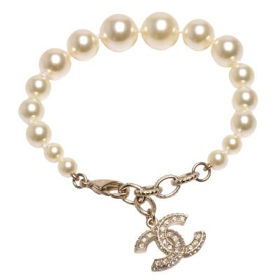 CHANEL 香奈兒經典水鑽鑲嵌雙C LOGO大小珍珠串連手鍊(金)