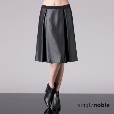 獨身貴族-黑色仿皮質抽褶及膝裙-1色