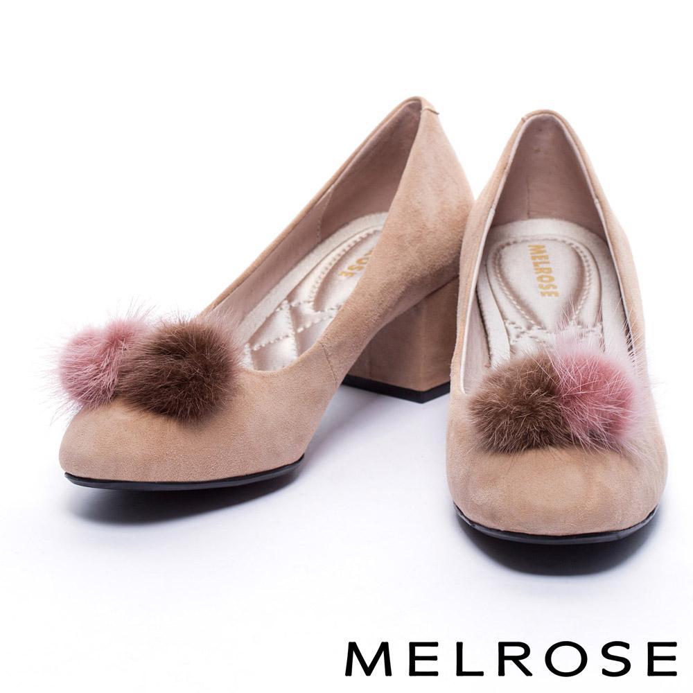 跟鞋 MELROSE 復古氣質雙色貂毛球點綴羊麂皮方頭粗跟鞋-米