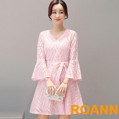 素面蝴蝶結綁帶喇叭袖洋裝-粉色-ROANN