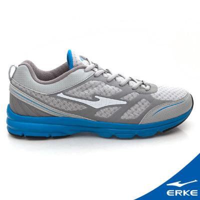ERKE 鴻星爾克。男運動常規慢跑鞋-淺灰/純青藍