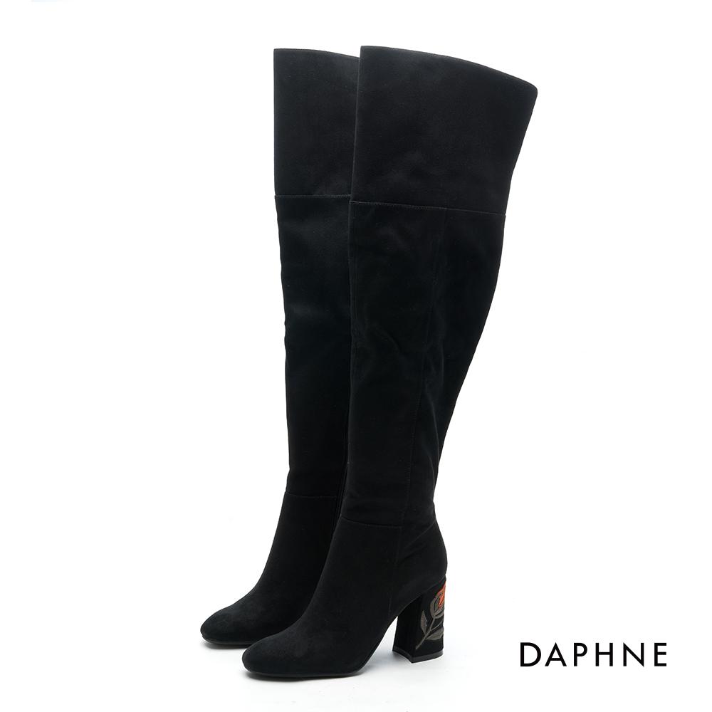 達芙妮DAPHNE長靴-絨面花朵刺繡粗高跟過膝長靴-黑