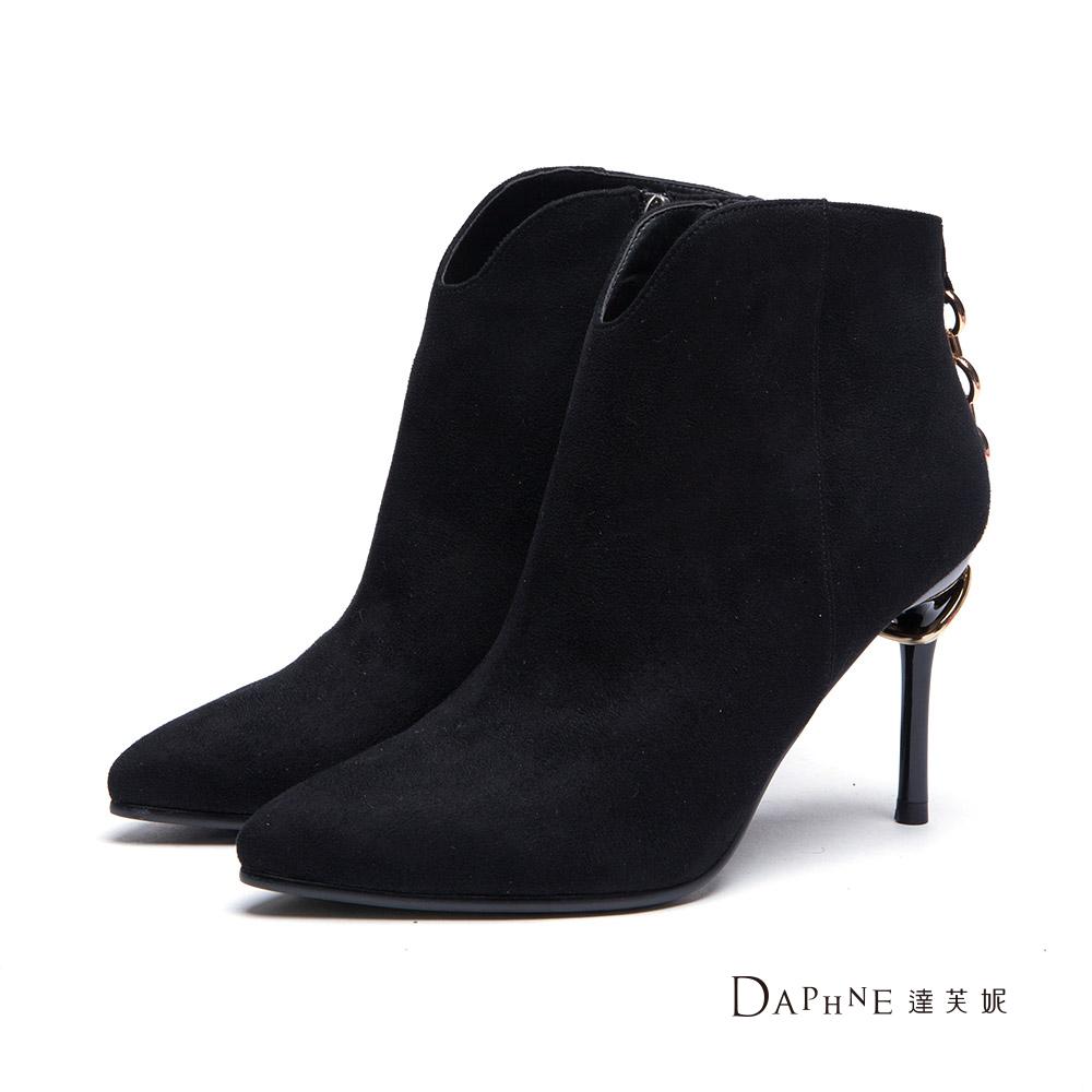 達芙妮DAPHNE 短靴-後背金鏈高跟踝靴-黑8H