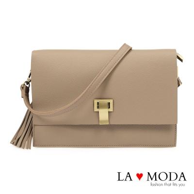 La Moda 輕便好攜帶特殊釦飾流蘇肩背斜背方包(深杏)