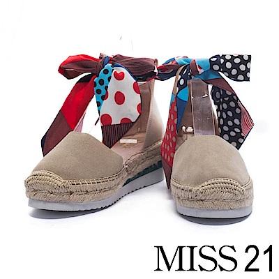 休閒鞋 MISS 21 熱帶度假風純色繫帶牛麂皮草編厚底休閒鞋-暖柔米