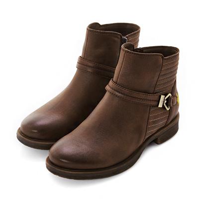 PLAYBOY 玩美革新 復古飾扣仿皮短靴-棕(女)