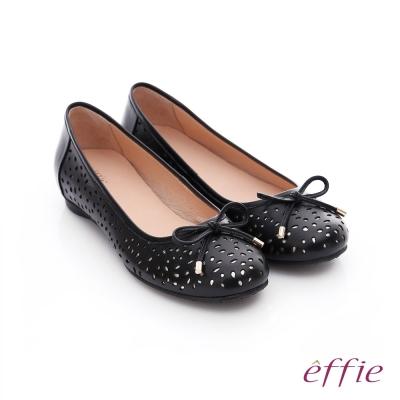 effie 都會舒適 全真皮鏤空金箔蝴蝶結飾平底鞋 黑