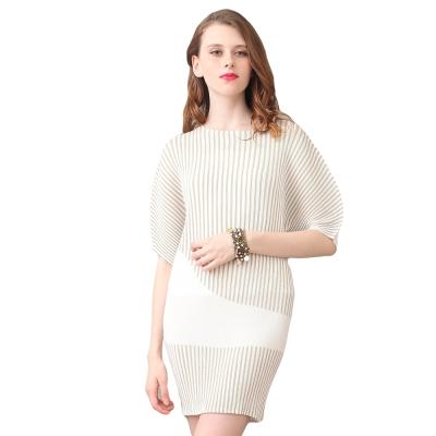 杏色條紋圓領中袖壓摺修身連衣裙-玩美衣櫃