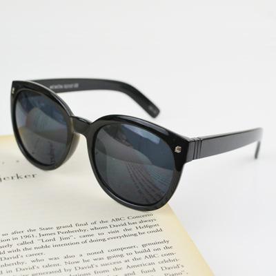 梨花HaNA 復古英倫小貓眼框方釦飾太陽眼鏡-亮黑