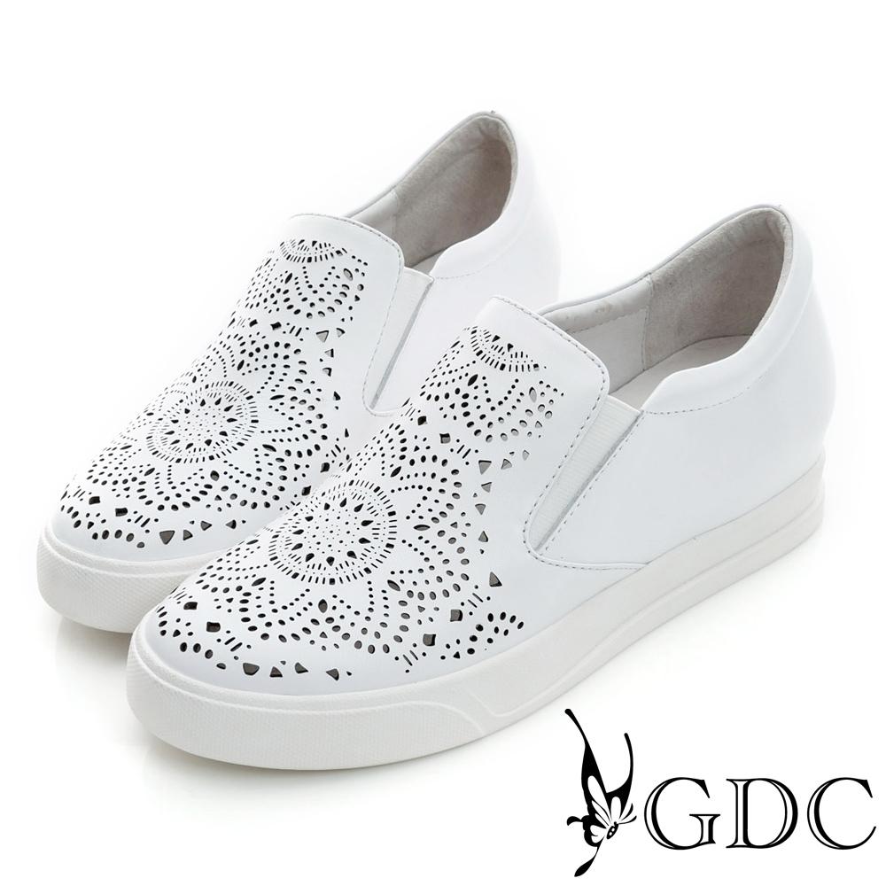 GDC-舒適雕花沖孔真皮內增高懶人休閒鞋-白色
