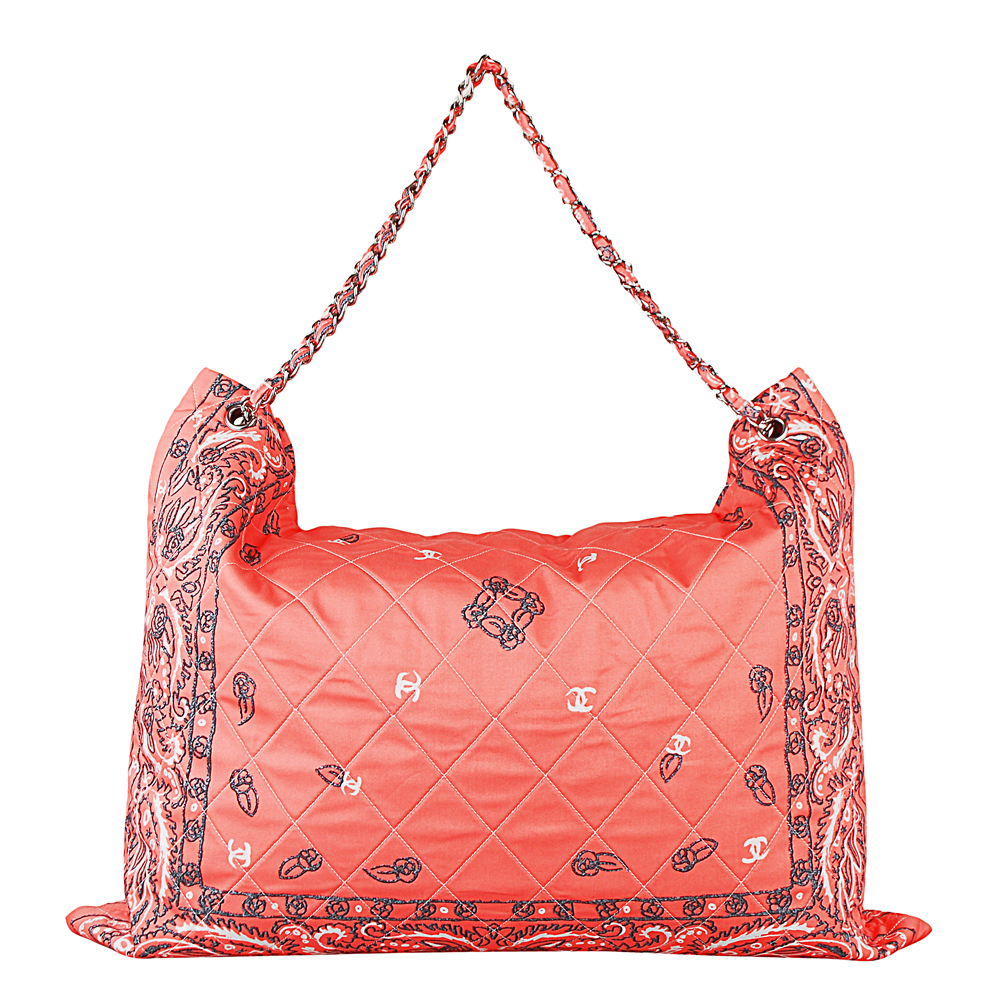 CHANEL 經典印花LOGO菱格紋銀鍊帶拉鍊購物包(珊瑚色)CHANEL香奈兒