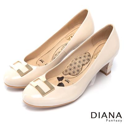 DIANA-超厚切LADY款-復古方型飾釦真皮跟鞋