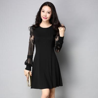 大尺碼-黑色拼接透膚蕾絲袖修身洋裝