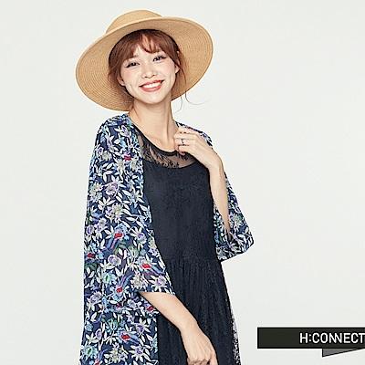 H:CONNECT 韓國品牌 女裝-七分袖飄逸花漾罩衫-藍 - 動態show