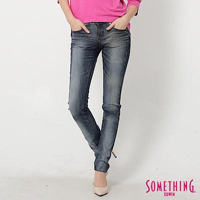 SOMETHING 巧妙共鳴NEO低腰窄直筒牛仔褲-女-拔淺藍
