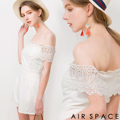 AIR-SPACE-小女人蕾絲一字領連身短褲-白