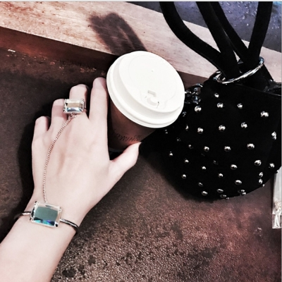 梨花HaNA-韓國特殊款鏡面大注目方鑽連指手環戒指