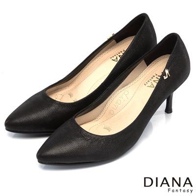 DIANA 漫步雲端焦糖美人款--素面簡約壓紋真皮跟鞋-黑