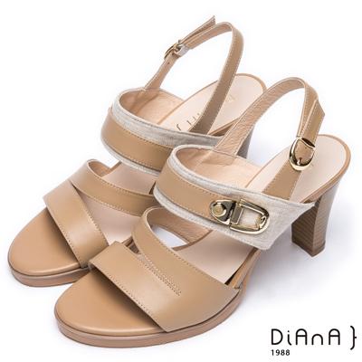 DIANA 都會時尚—異材質拼接寬版層次線條粗跟涼鞋 – 棕