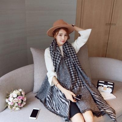 梨花HaNA-韓國東大門千鳥格斑馬紋拼接仿羊絨超厚長圍巾
