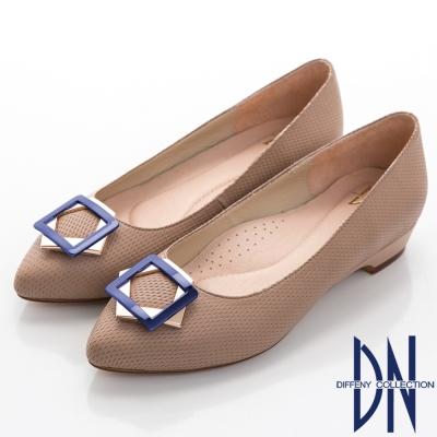 DN 魅力心機 真皮幾何飾扣尖頭低跟鞋-卡其