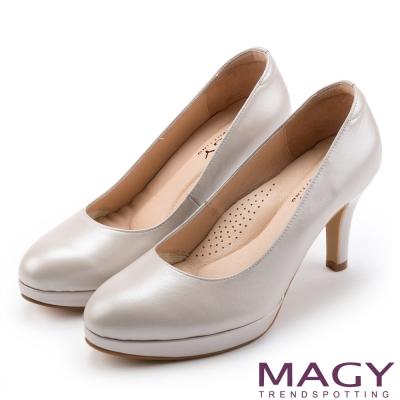 MAGY 氣質魅力款 柔軟羊皮素面氣質圓楦高跟鞋-銀粉