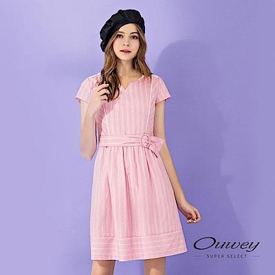 OUWEY歐薇 透氣舒適甜美配色條紋洋裝(粉)