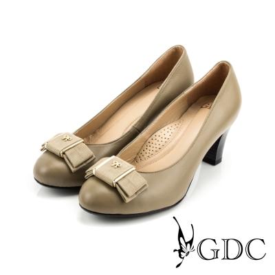 GDC-都會-氣質緞面蝴蝶結羊皮低粗跟鞋-可可色