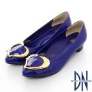 DN 巴黎時尚 全真皮尖頭拼接金屬飾扣跟鞋 藍