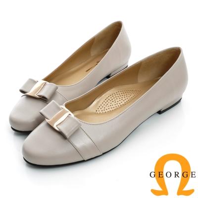 GEORGE-蝴蝶金屬飾扣圓頭真皮低跟鞋-淺芋色